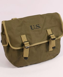 M1944 Musette bag in Transitional Green
